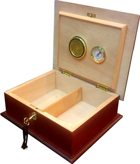Picture of WOODEN CIGARS CLUB BOX W/HUMID